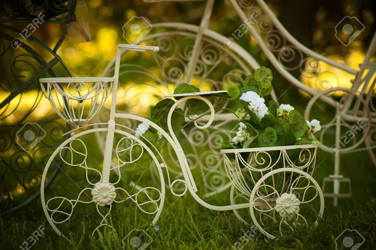 Jardin Vélo Décoration Banque D\'Images Et Photos Libres De Droits ...
