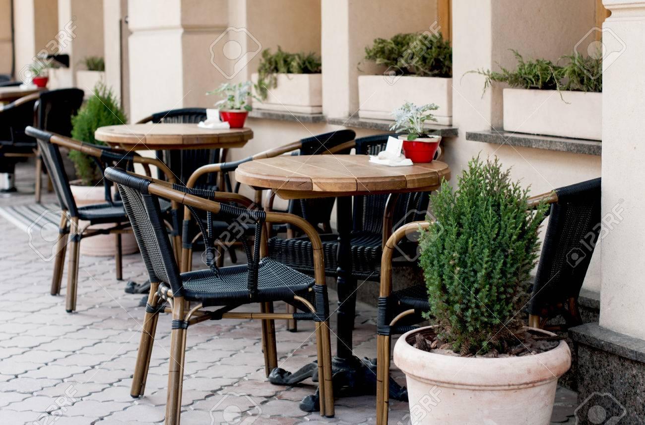 Ouvert Terrasse Restaurant Avec Des Tables En Bois Et Des Chaises