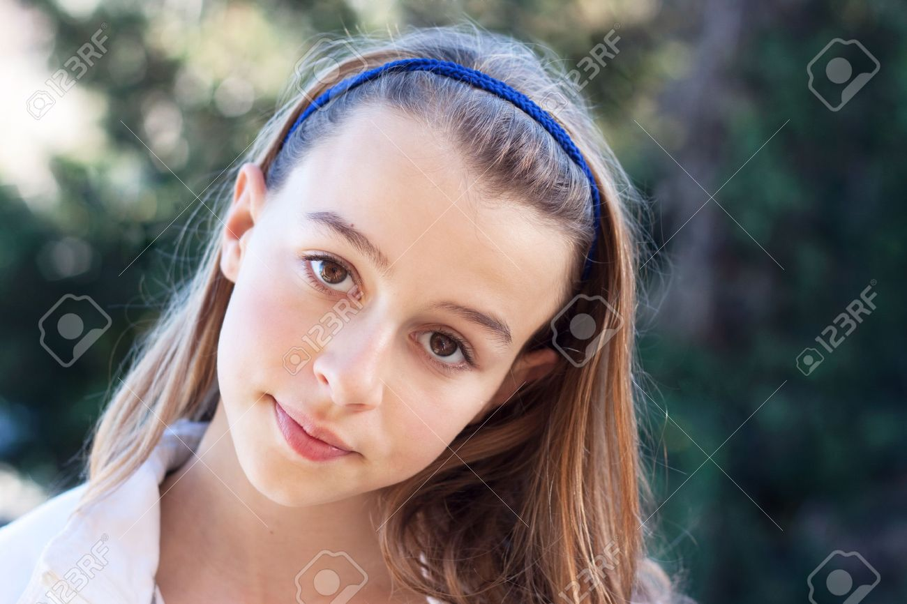 Beautiful young student Stock Photo - 17865810