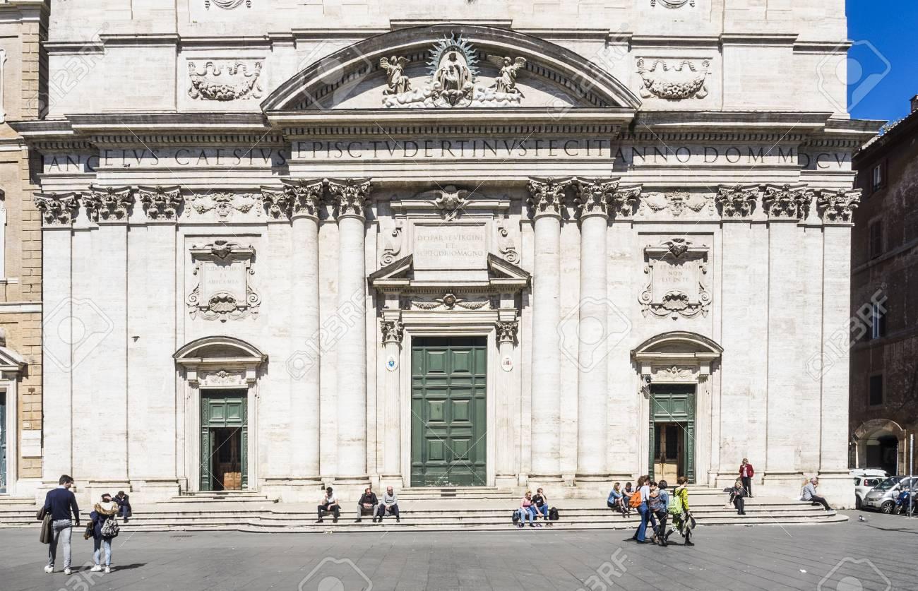 Chiesa Nuova Nella Città Vecchia Di Roma Foto Royalty Free Immagini
