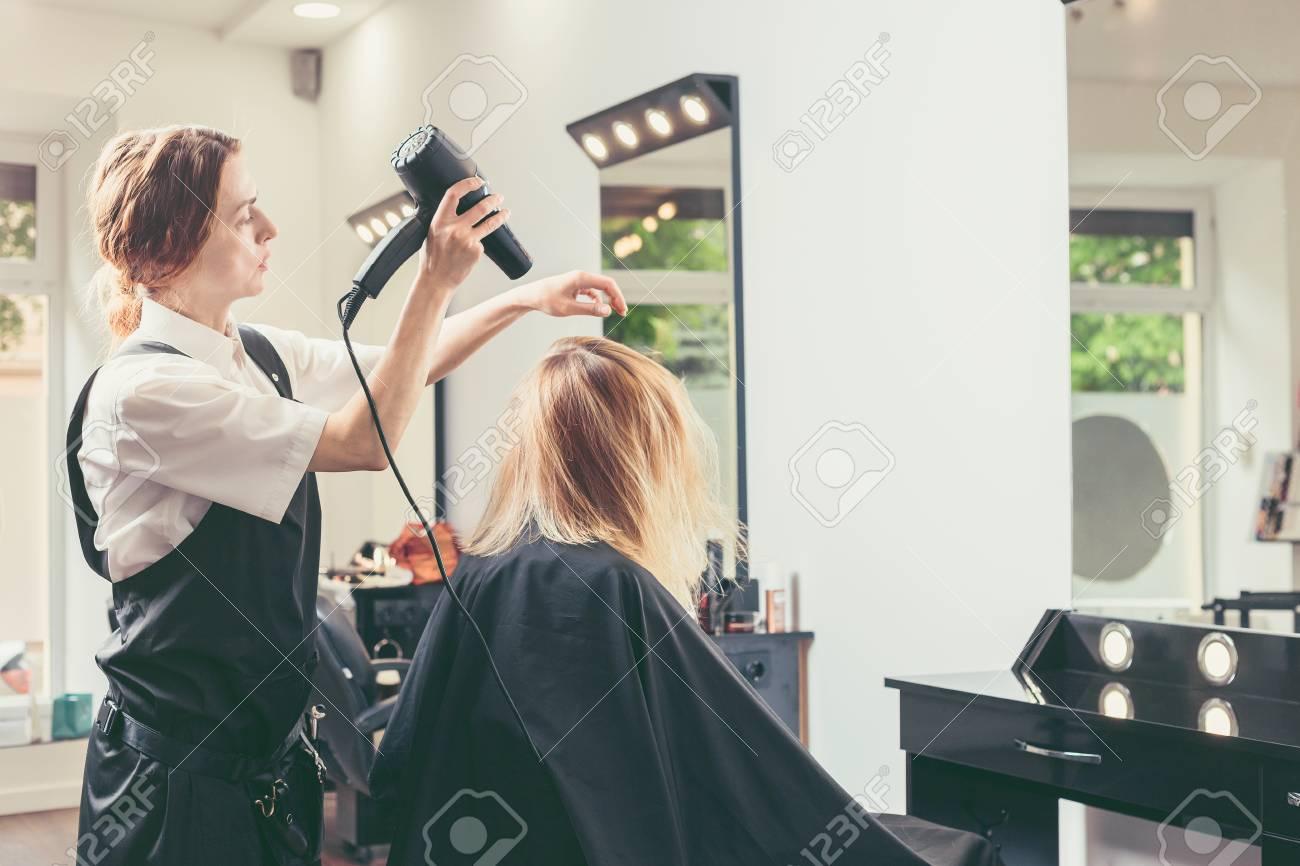 Beautician Blow Drying Woman S Hair At Beauty Salon Lizenzfreie Fotos Bilder Und Stock Fotografie Image 103249500