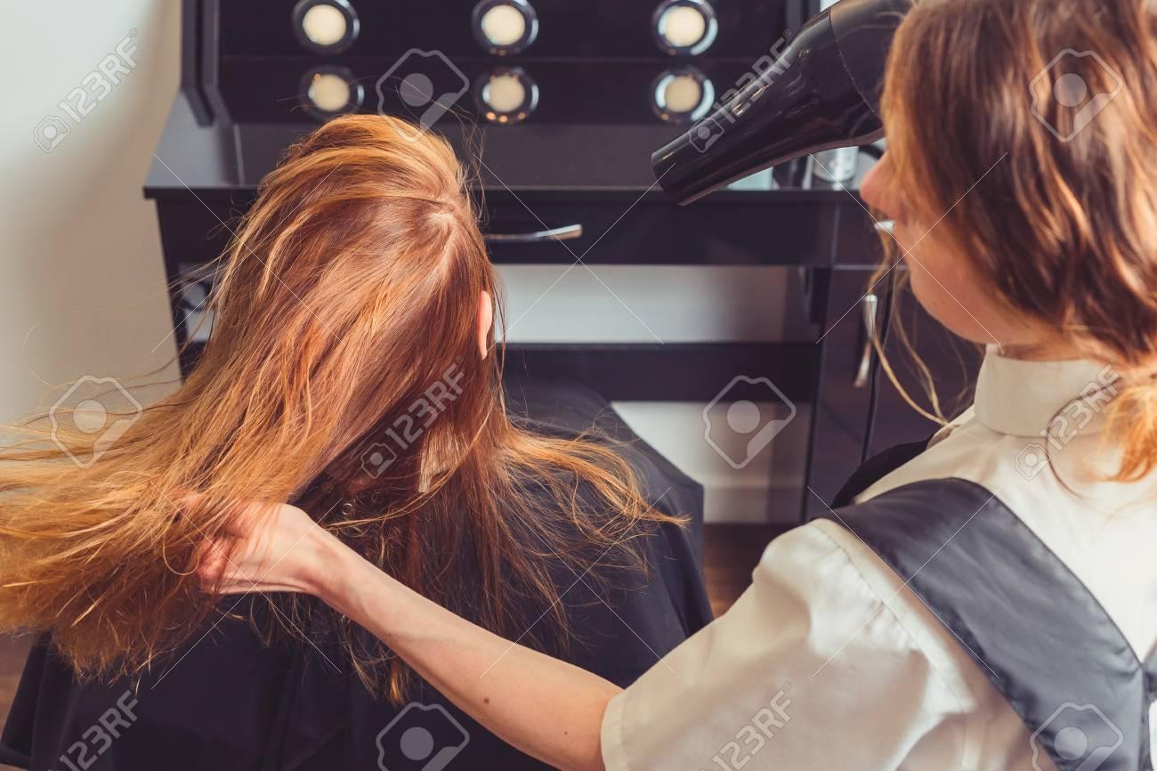 Beautician Blow Drying Woman S Hair At Beauty Salon Lizenzfreie Fotos Bilder Und Stock Fotografie Image 105507253