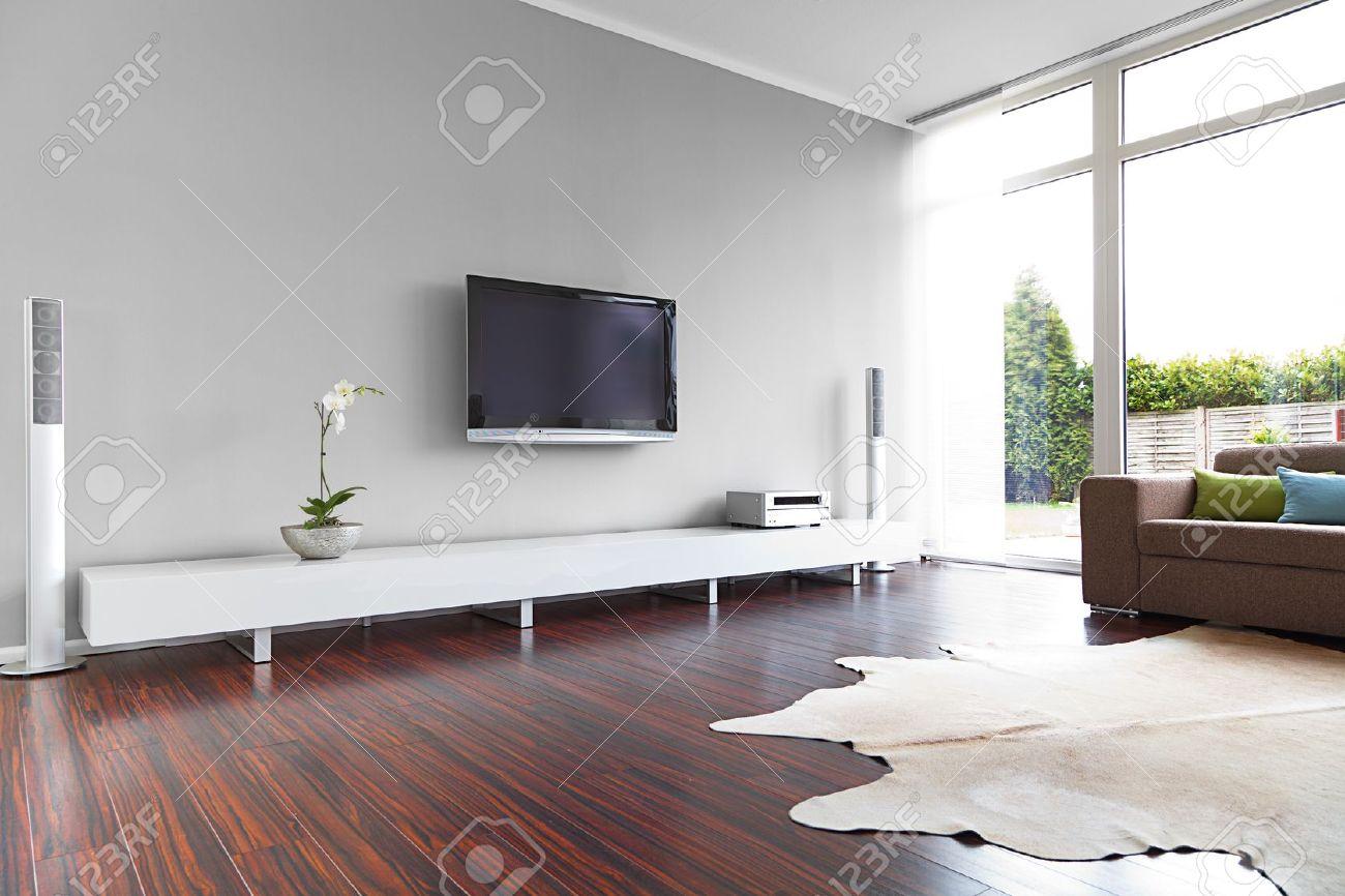 Moderne Wohnzimmer Mit TV Und HiFi-Anlage Lizenzfreie Fotos ...