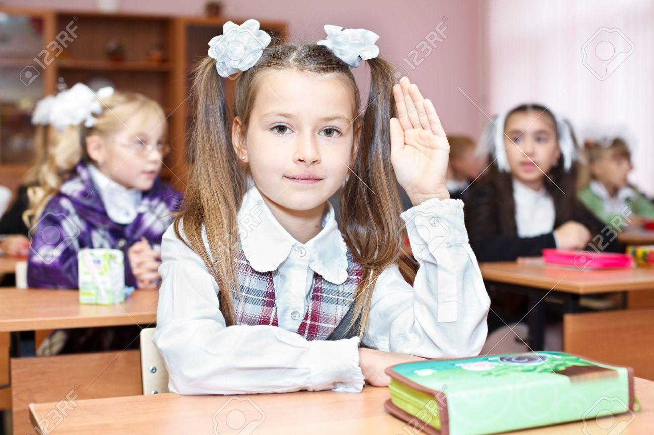 Фото девочка на уроке 15 фотография