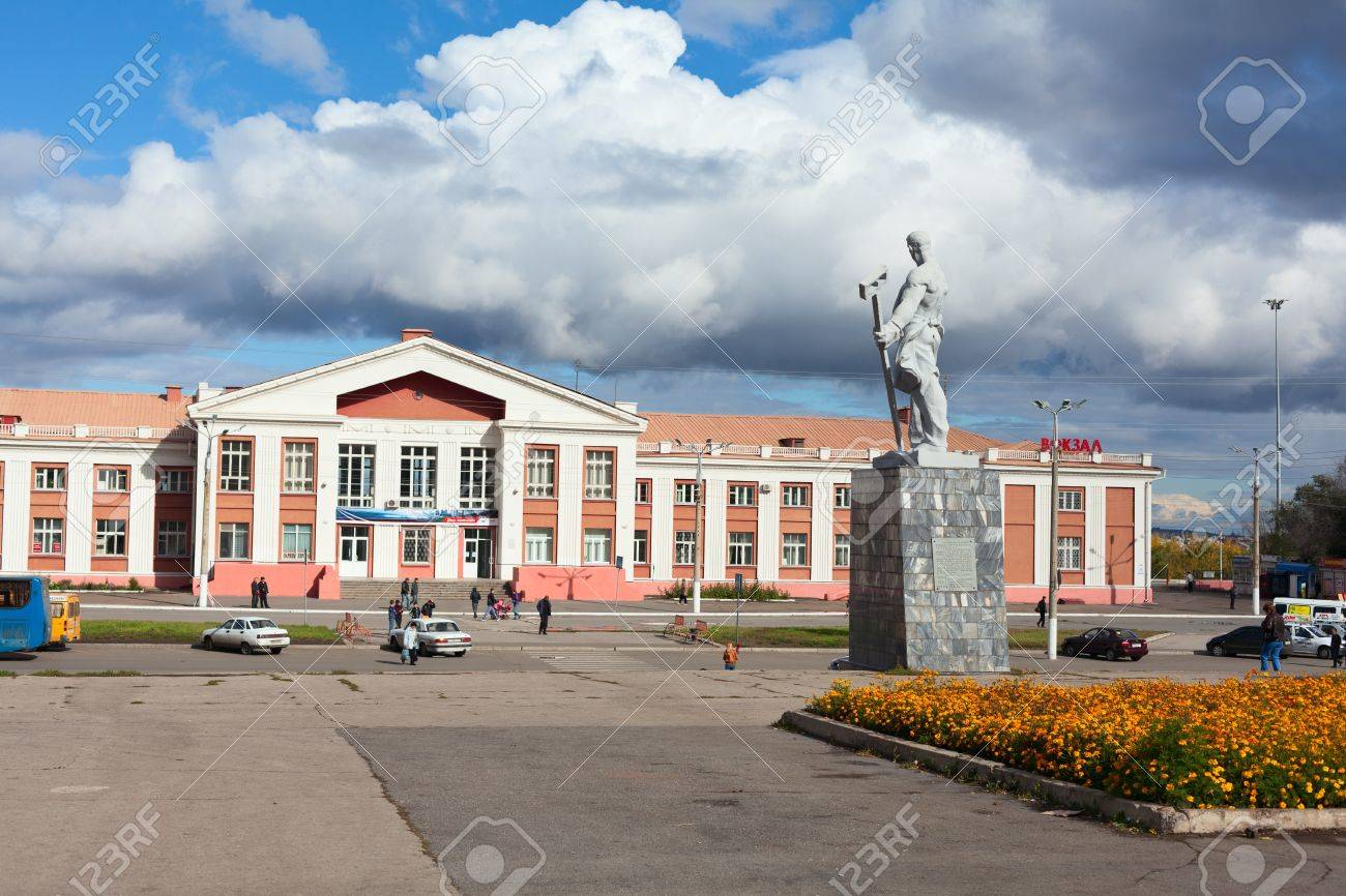 MAGNITOGORSK, RUSSIA - SEPTEMBER 27: Railway station in the city on September 27, 2011 in Magnitogorsk, Russia. Stock Photo - 11925005