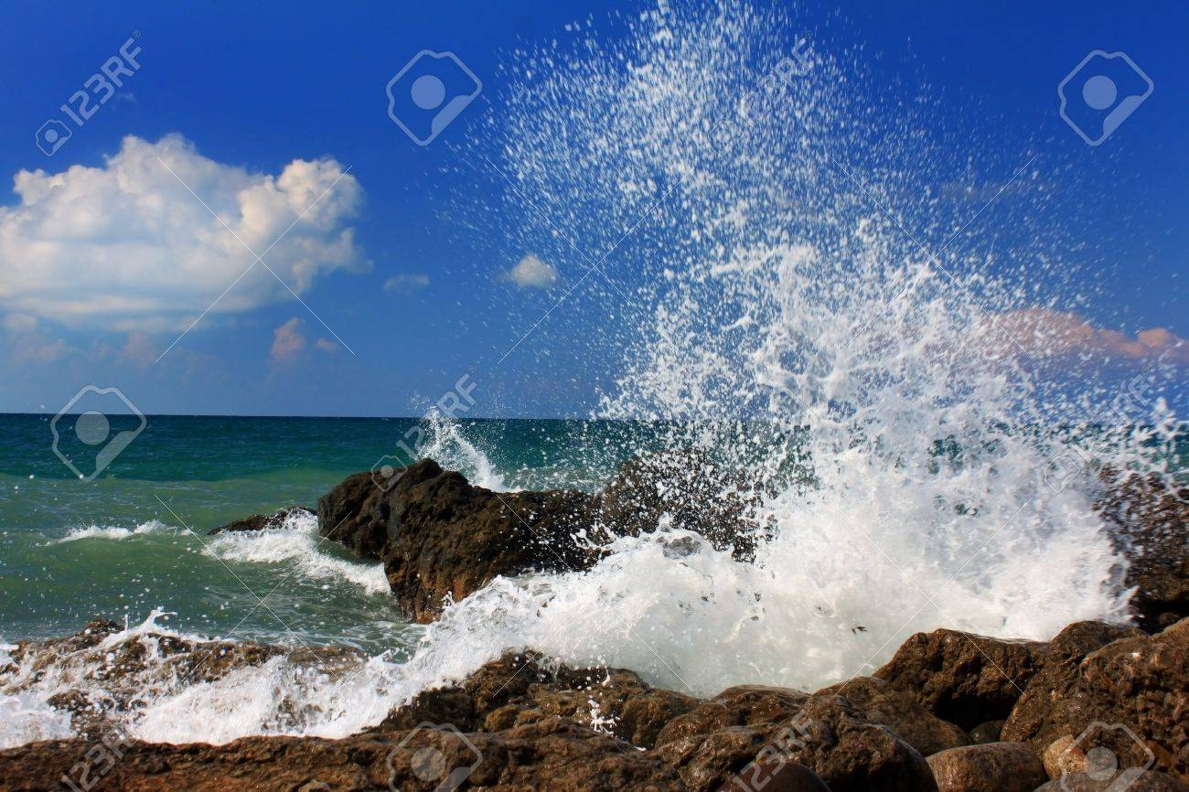 Ocean wave breaking on the sea shore Stock Photo - 8919854