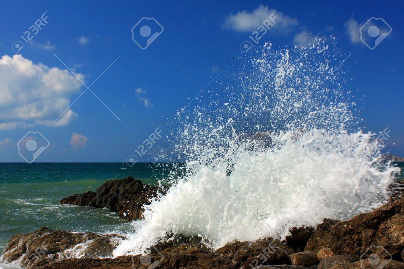 Large ocean waves breaking on a stormy day Stock Photo - 8919747