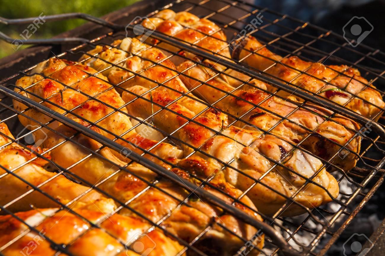Cuisses De Poulet Appetissants Sur Le Grill Bbq Banque D Images Et