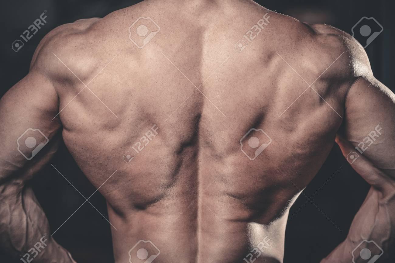 Handsome Macht Athletischen Mann Auf Diät-Training Pump-up Rücken ...