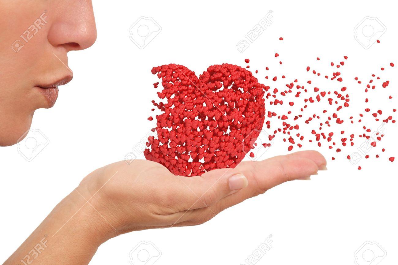Mujer Que Sopla Un Corazón Hecho De Pequeños Corazones Que Sostiene