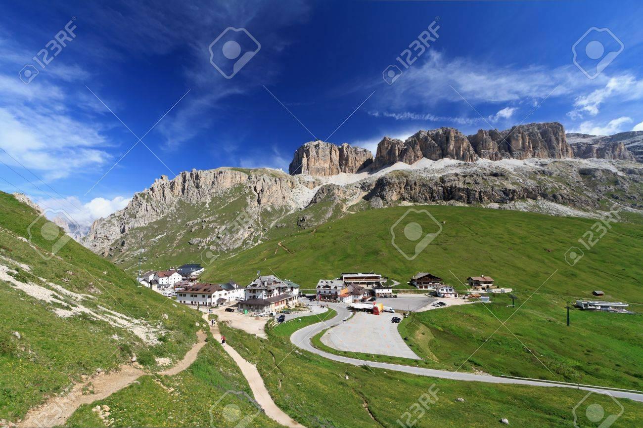 Pordoi pass between Arabba and Canazei, Italian Dolomites Stock Photo - 10281120