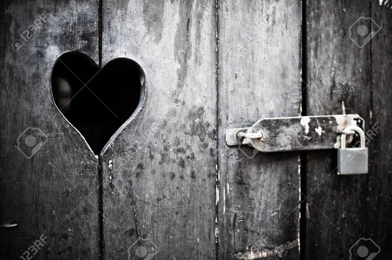 Old door with a heart padlocked Stock Photo - 34007140 & Old Door With A Heart Padlocked Stock Photo Picture And Royalty ... Pezcame.Com