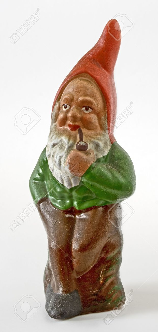 garden gnome with a pipe - 3624018