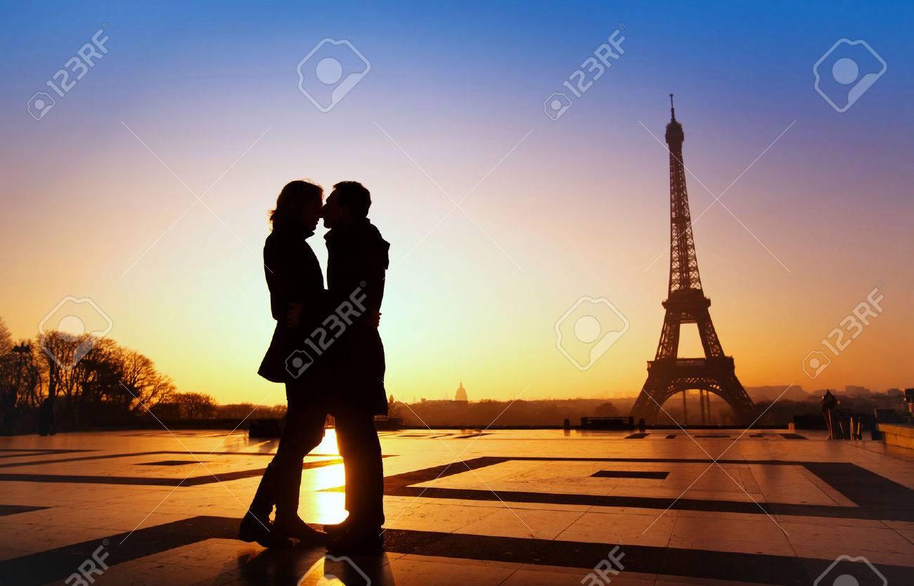 dream honeymoon in Paris, romantic couple silhouette Stock Photo - 53081031