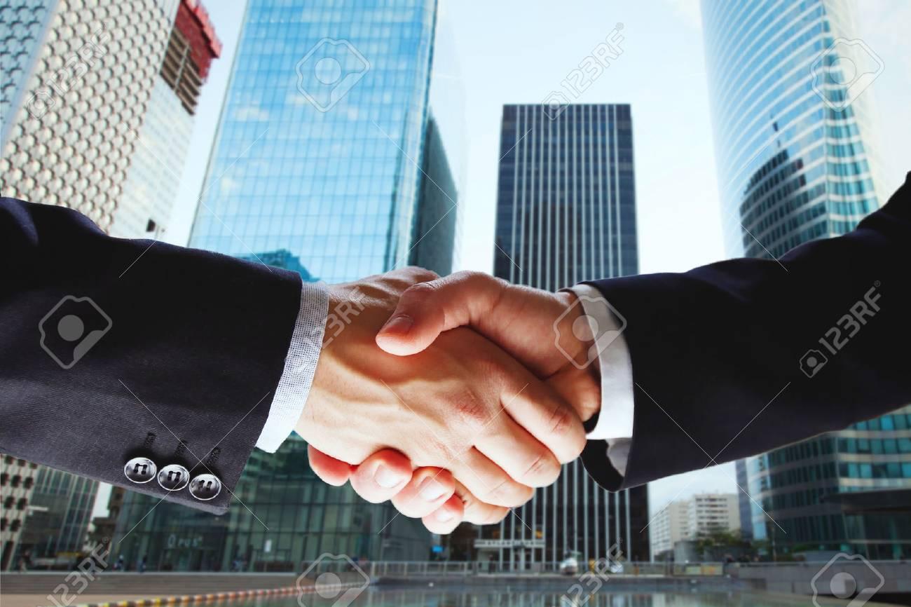 2 人のビジネスマンの両社の協力パートナーシップ の写真素材・画像 ...