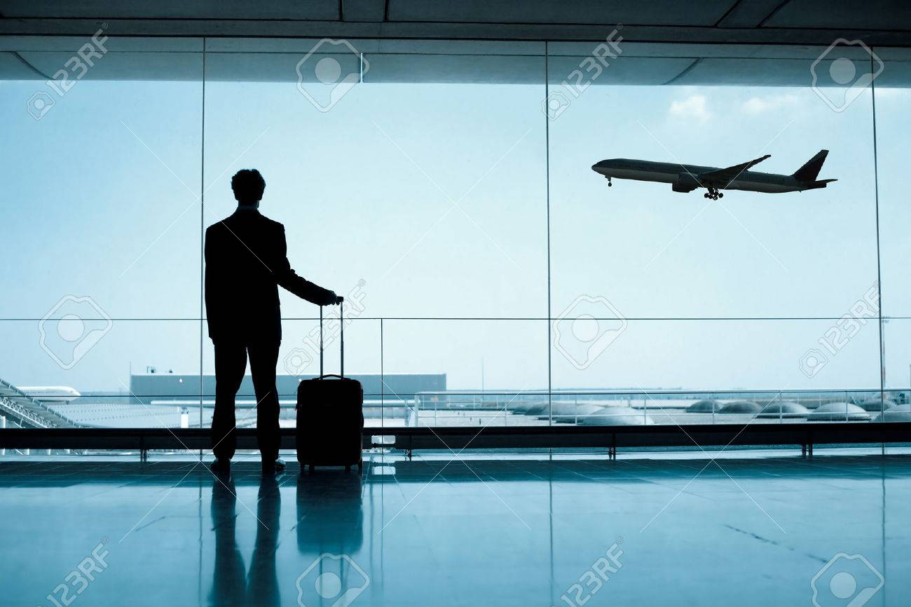 businessman at the airport - 53099838