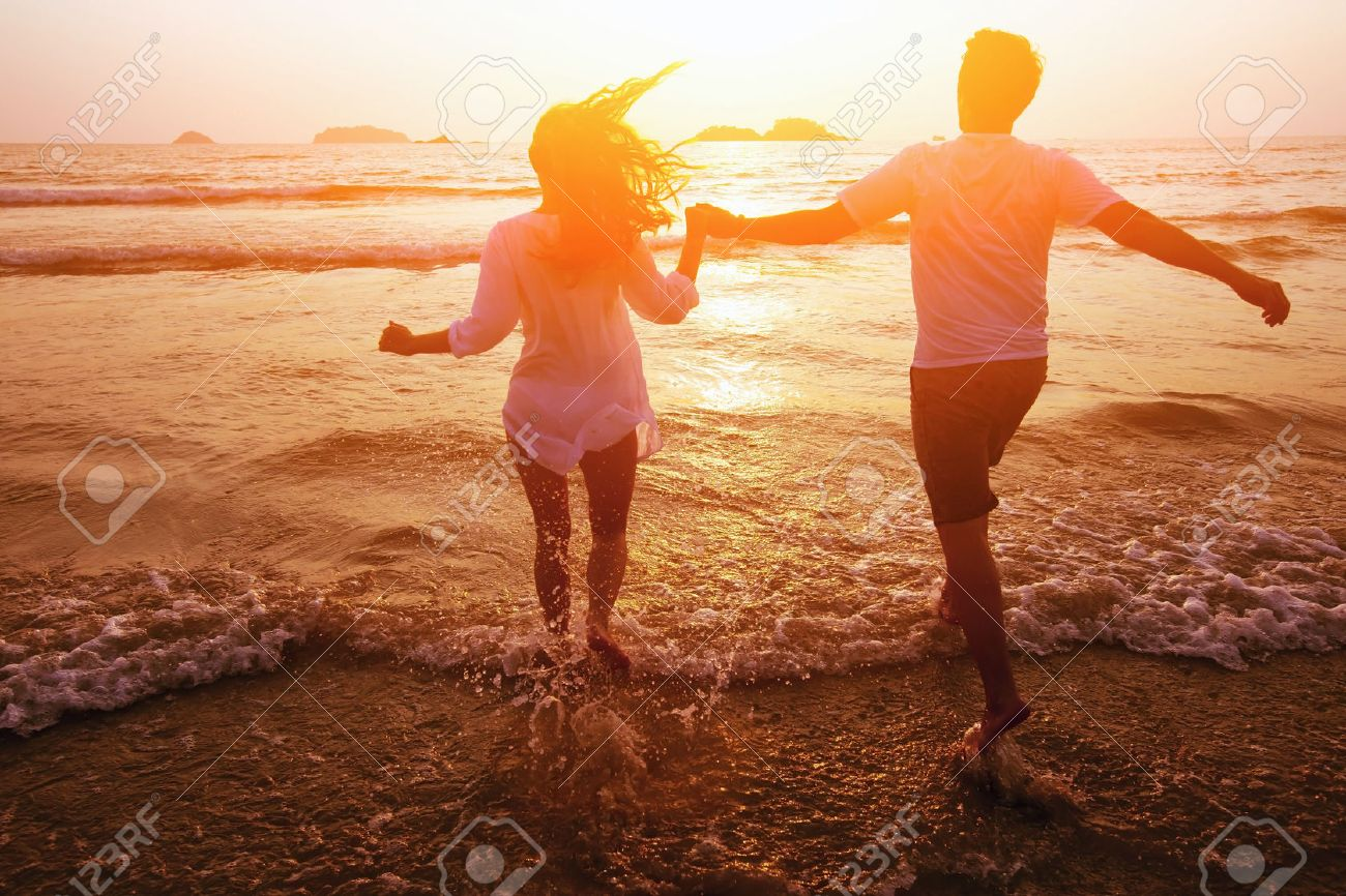 silhouette of couple on the beach, dream vacations Stock Photo - 53099927