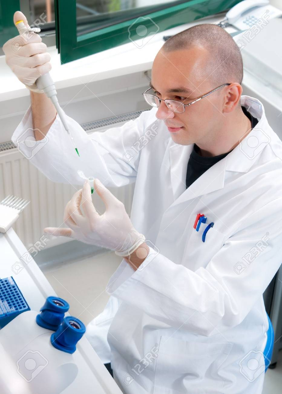 Young scientist works in the lab Stock Photo - 18349113