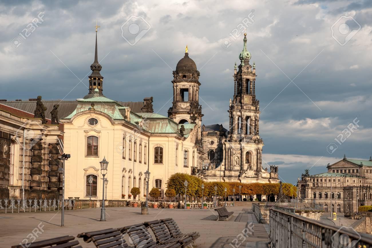 Bruhlsche Terrasse In Dresden Sachsen Deutschland Im Herbst Unter
