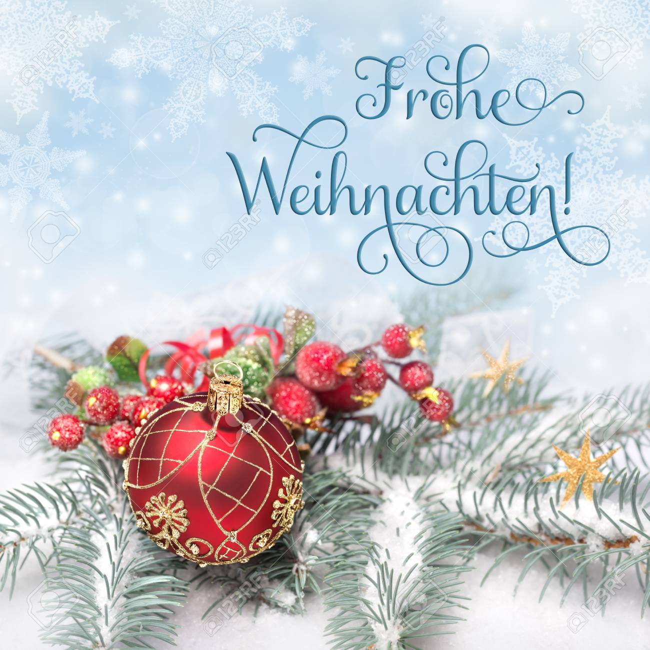 Grüße Frohe Weihnachten.Red Weihnachtsschmuck Auf Neutralem Hintergrund Winter Gruß Frohe Weihnachten Oder Merry Christmas Auf Deutsch