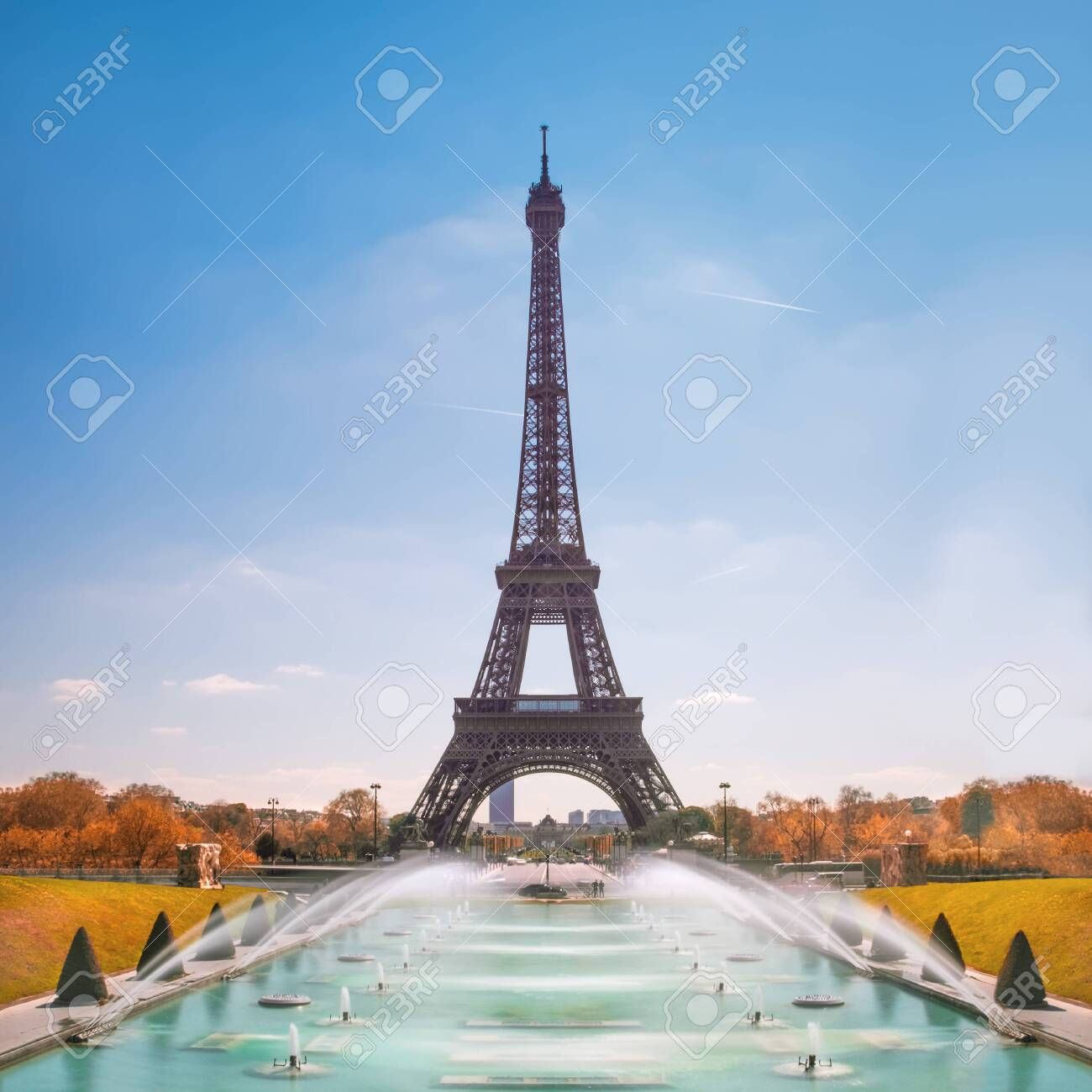Paris. Eiffel Tower and Trocadero fountains on a sunny day in Fall - 132295300
