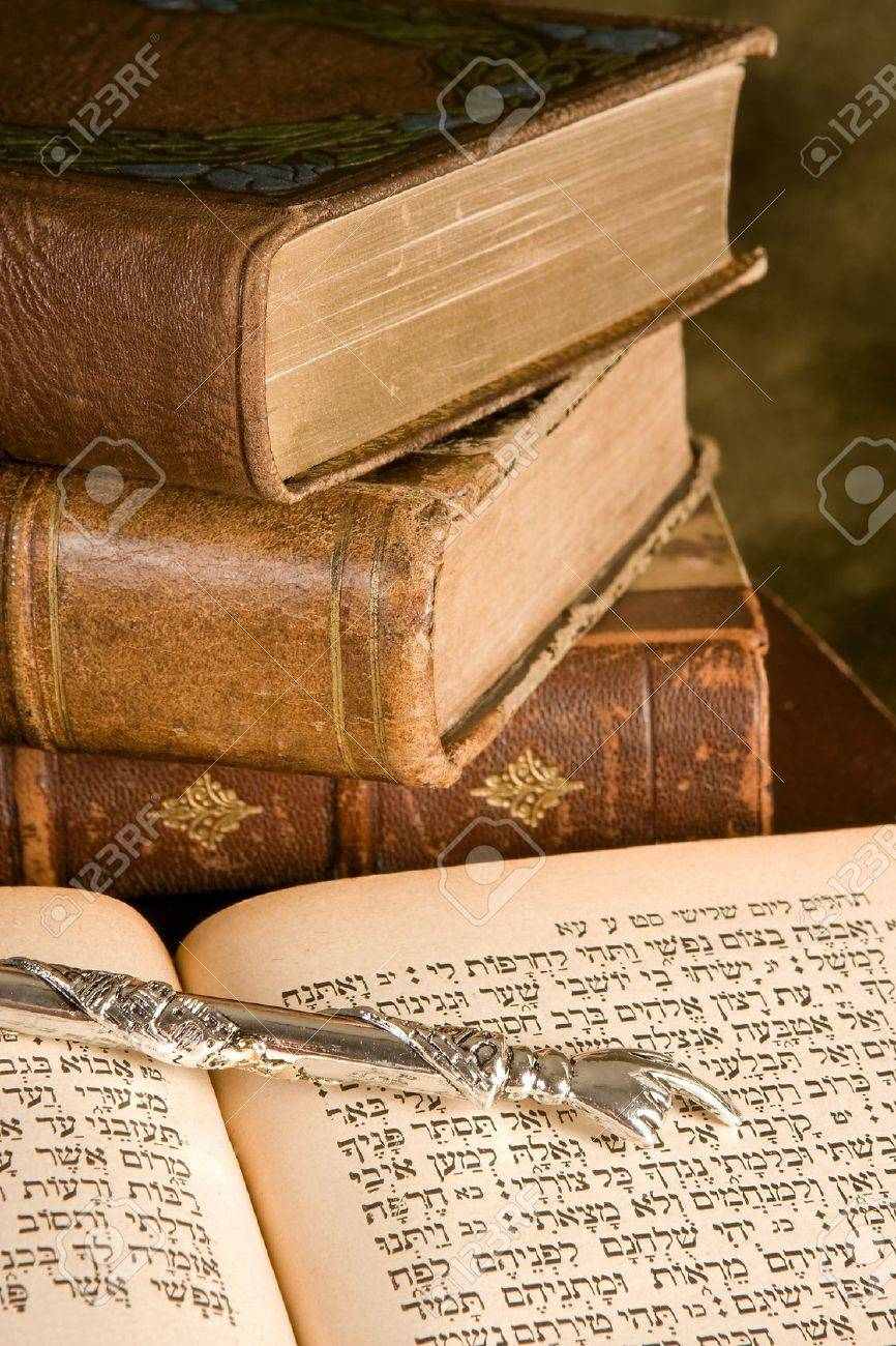Silver Torah pointer lying on a jewish prayer book Stock Photo - 6039041