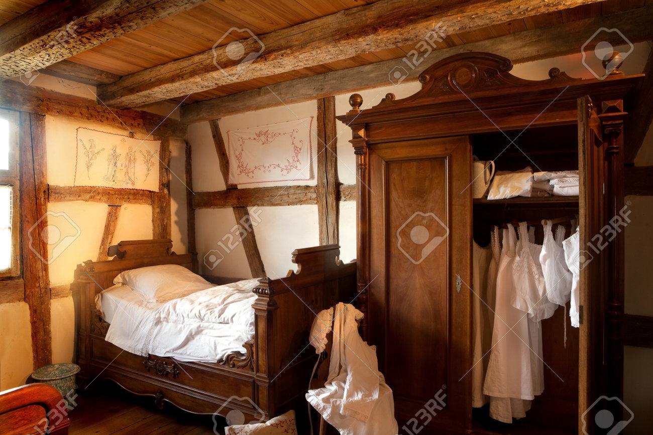Altes Schlafzimmer Von 1900 In Der Öko-Museum Von Ungersheim, Elsass ...