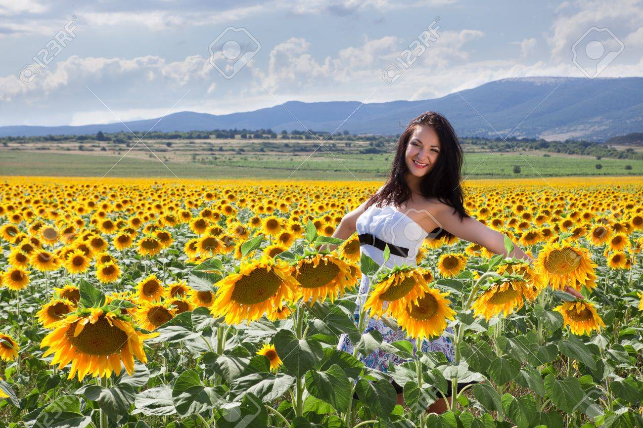 Bulgarian woman posing in a summer sunflower field Stock Photo - 13142856