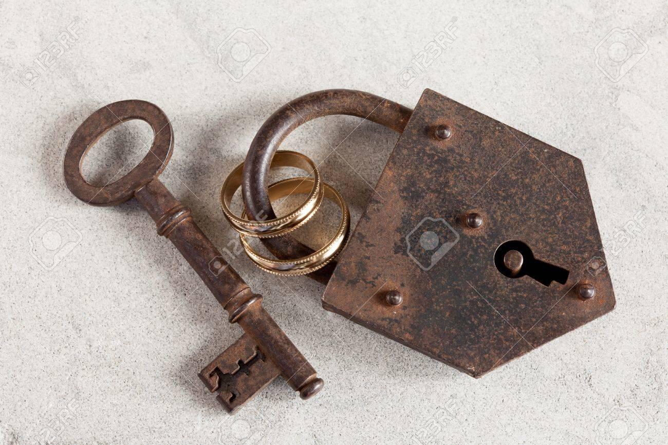Wedding rings boud by a rusty old padlock Stock Photo - 17779425