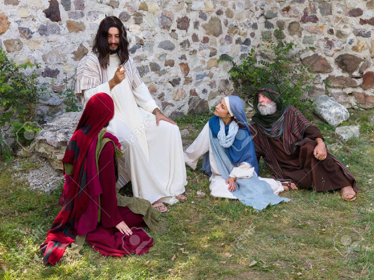 Jesus preaching to a group of people - historical reenactment - 62625604