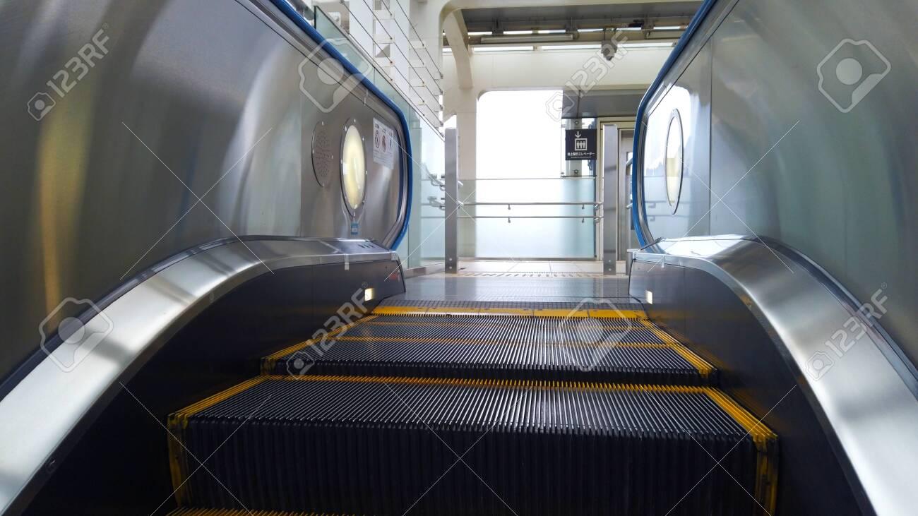 Escalator - 147509791
