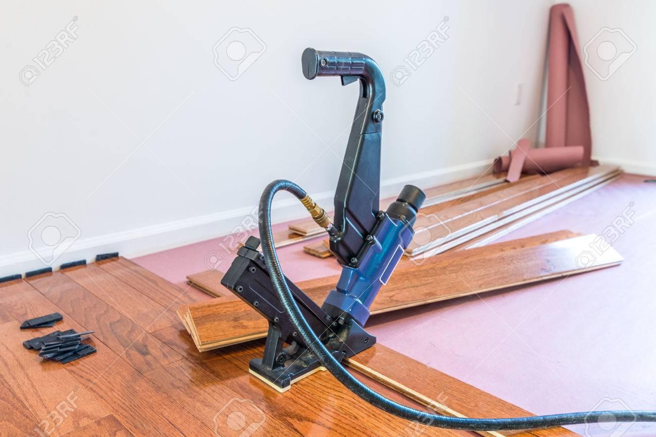 Hardwood floor and installation tools - 81078076