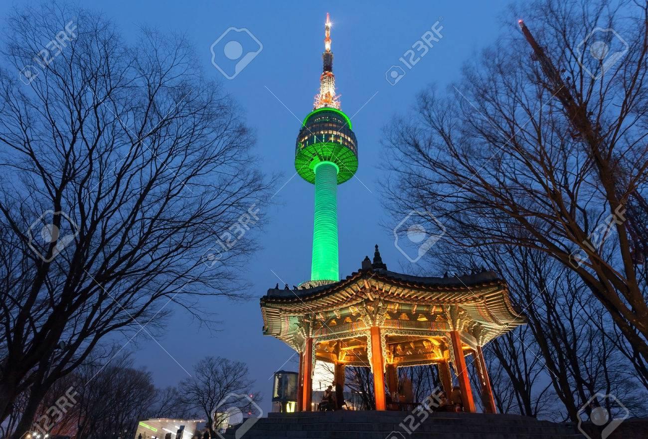 Torre Namsan O N Seoul Tower En La Noche Seúl Corea Fotos Retratos Imágenes Y Fotografía De Archivo Libres De Derecho Image 69279407