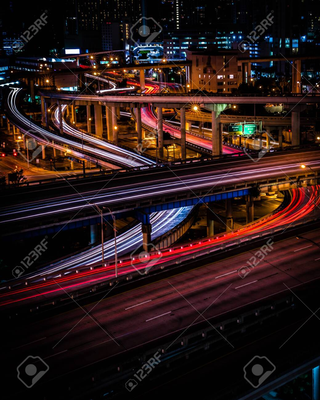 long exposure of downtown traffic - 124537004