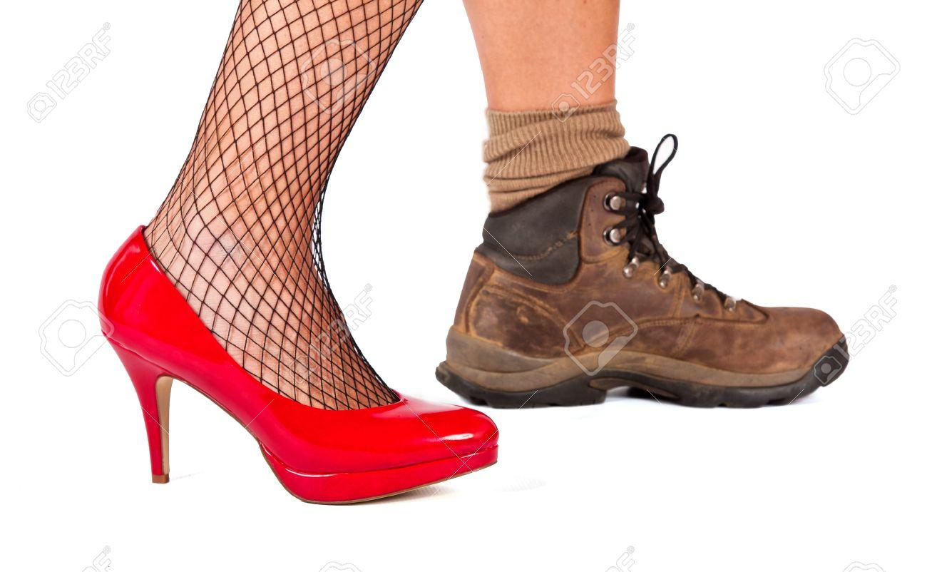 Red Hohen Hugel Schuh Und Braune Wanderschuhe Auf Weissem Hintergrund