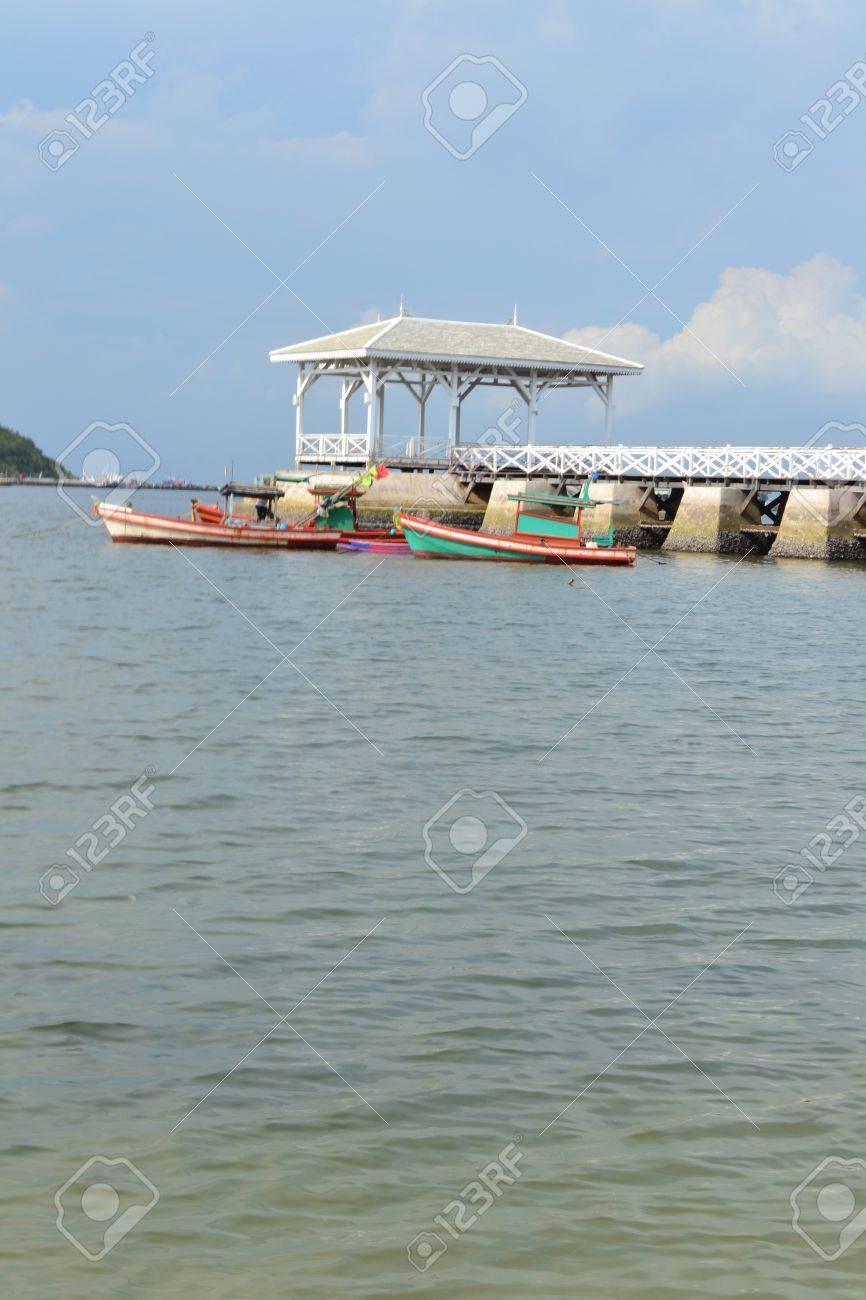 Beautiful wooden pier at Ko Si Chang (Si Chang  Island),Sriracha,Chonburi Province,Thailand,Asia Stock Photo - 15353930