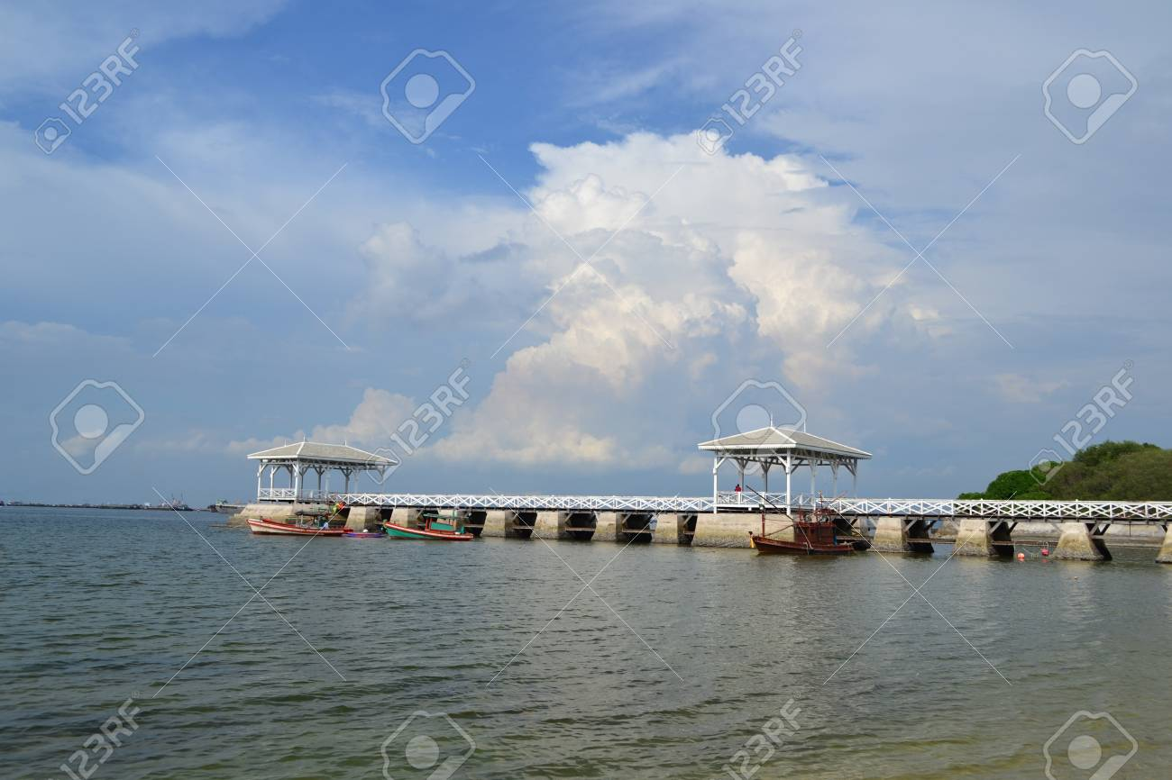 Beautiful wooden pier at Ko Si Chang (Si Chang  Island),Sriracha,Chonburi Province,Thailand,Asia Stock Photo - 15584870
