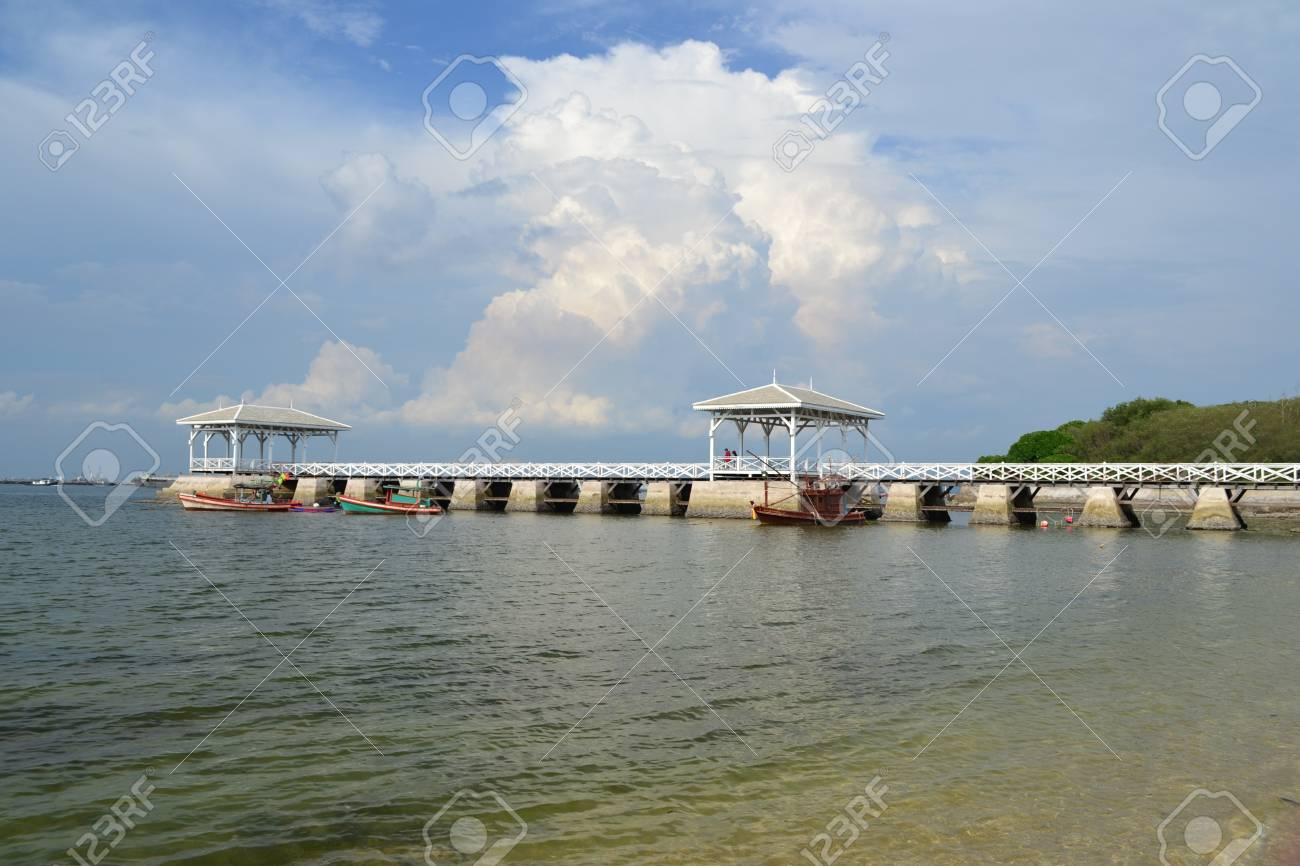 Beautiful wooden pier at Ko Si Chang (Si Chang  Island),Sriracha,Chonburi Province,Thailand,Asia Stock Photo - 15665800