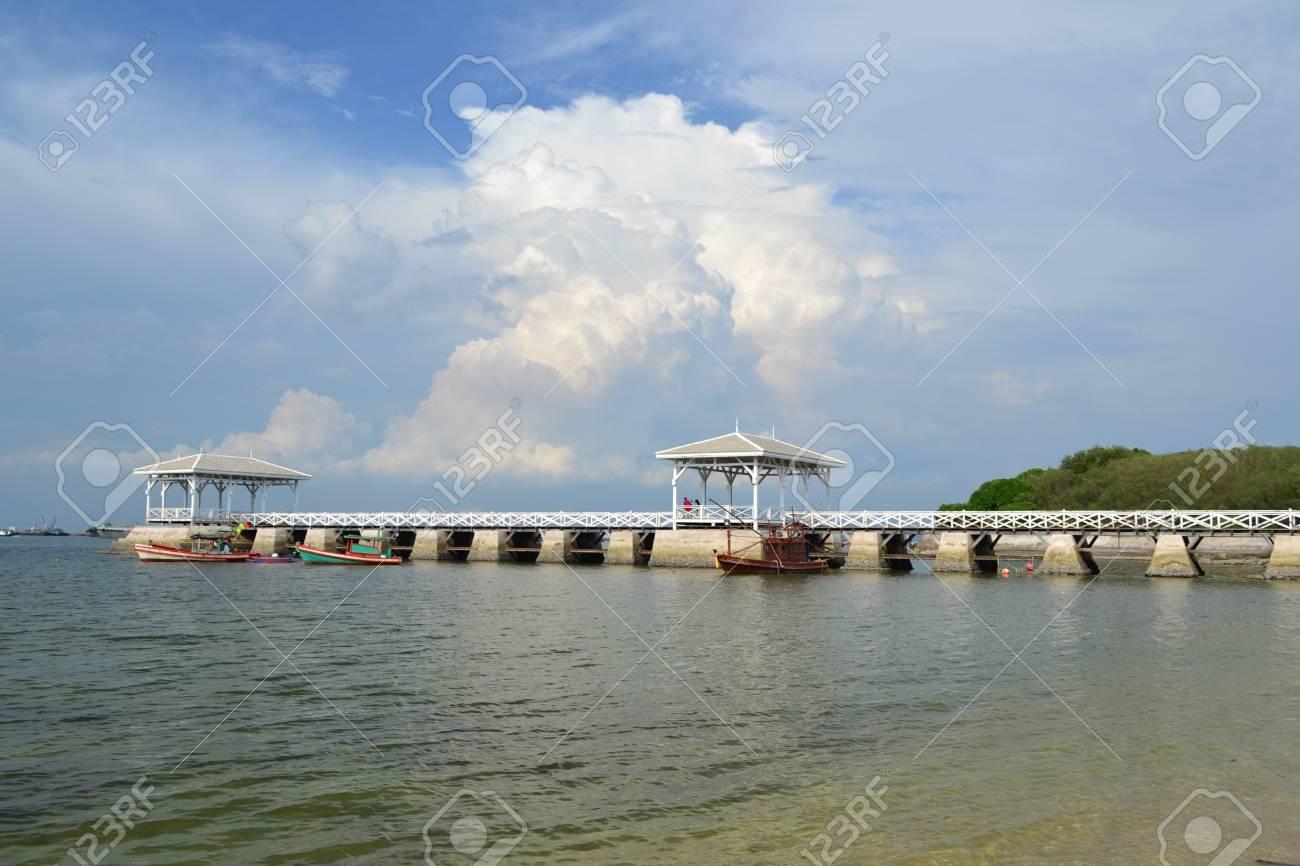 Beautiful wooden pier at Ko Si Chang (Si Chang  Island),Sriracha,Chonburi Province,Thailand,Asia Stock Photo - 15584869