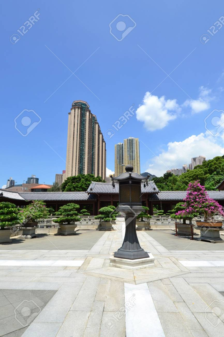 Chi Lin Nunnery is a large Buddhist temple complex located in Diamond Hill , Kowloon,Hong Kong. Stock Photo - 15986648