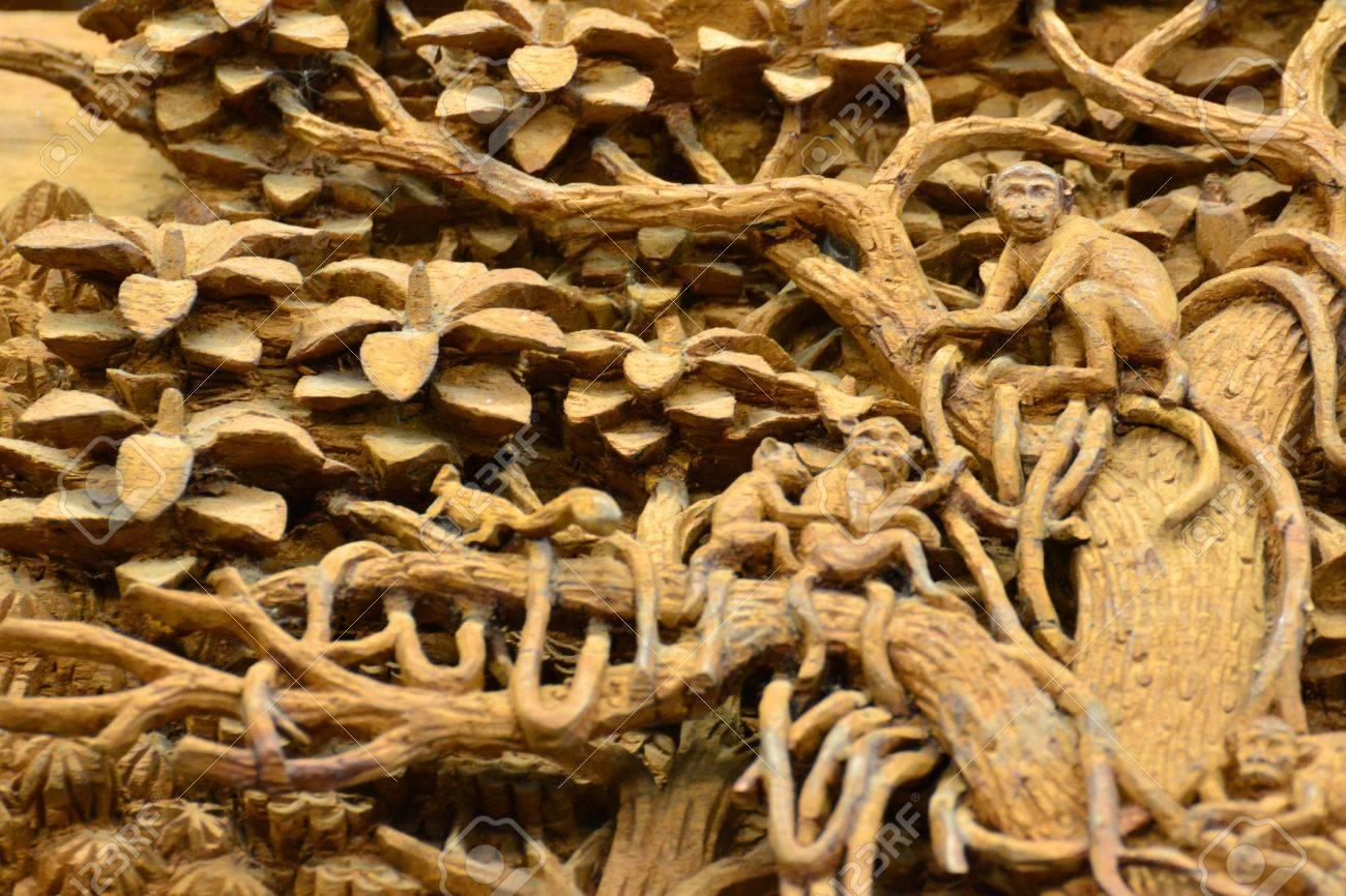 Tranh Gỗ Đồng Quê Việt Nam, Thái Lan Và Nhiều Loại Khác 18223790-an-ancient-mural-wood-carving-in-thai-temple-