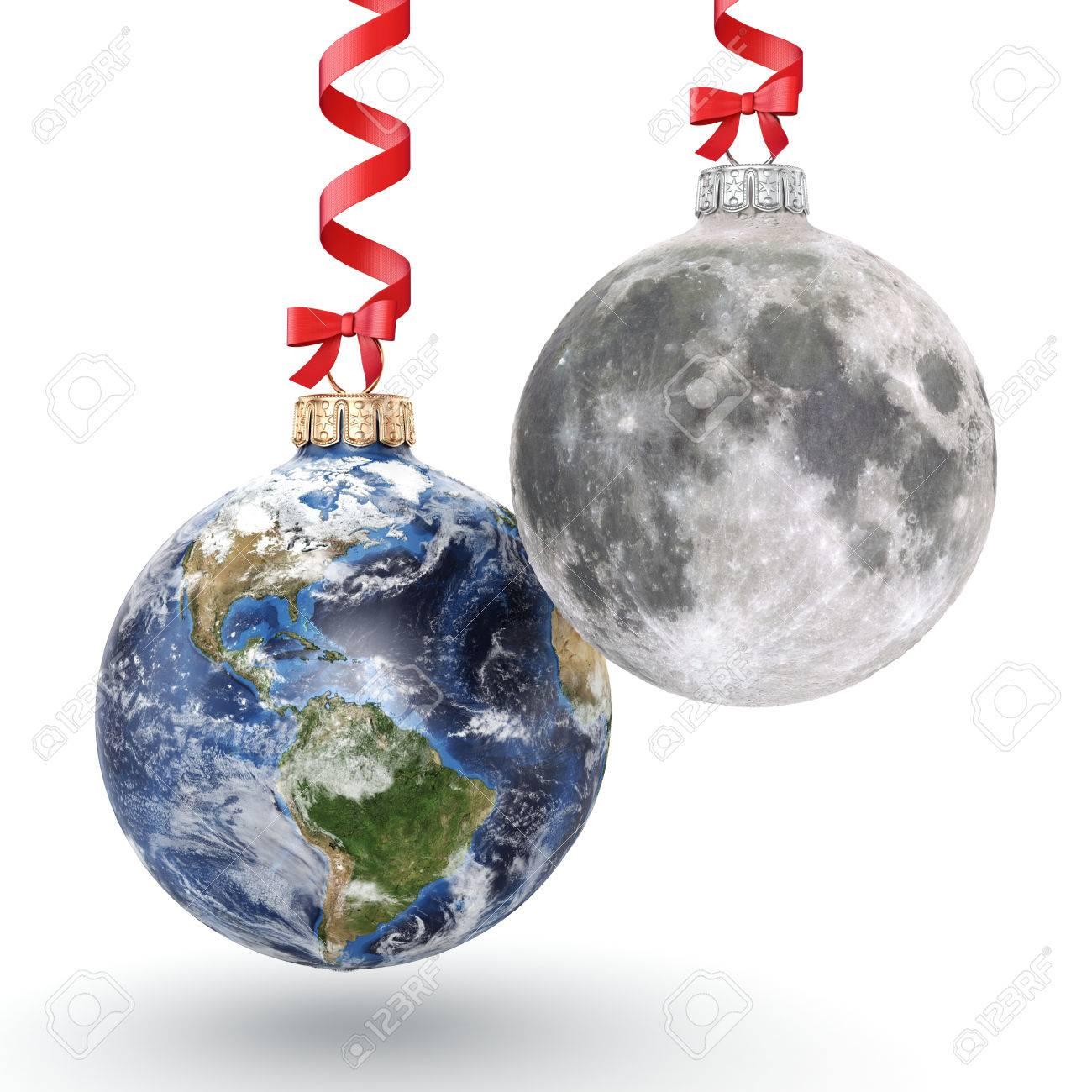 Boule De Noel De Rendu 3d Sous La Forme De La Planete Terre Et La Lune Sur Un Fond Blanc Donnees De La Nasa Utilisees Banque D Images Et Photos Libres De Droits