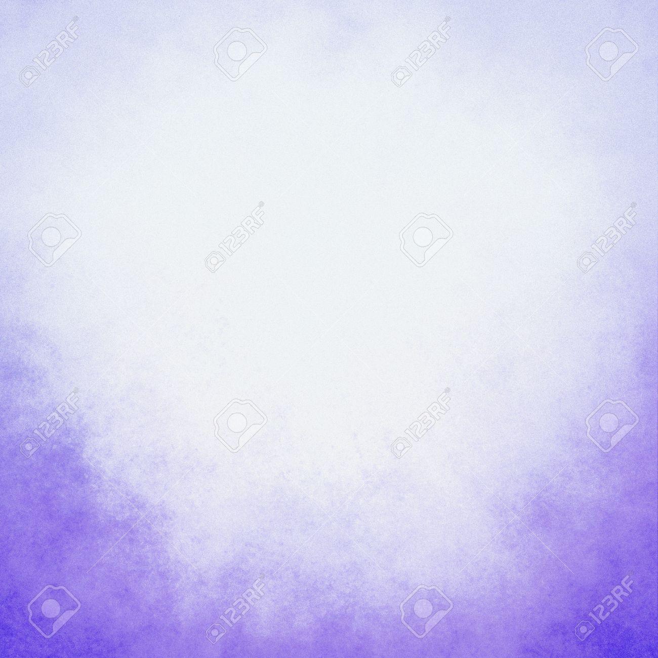 Classy Licht Paarse Achtergrond Met Pastel Hoogste Grens En Gradient Kleur Aan Donkere Onderste Rand Oude Verontruste Uitstekende Paarse Achtergrond Met Vervaagde Witte Kleur En Vintage Grunge Textuur Royalty Vrije Foto Plaatjes Beelden