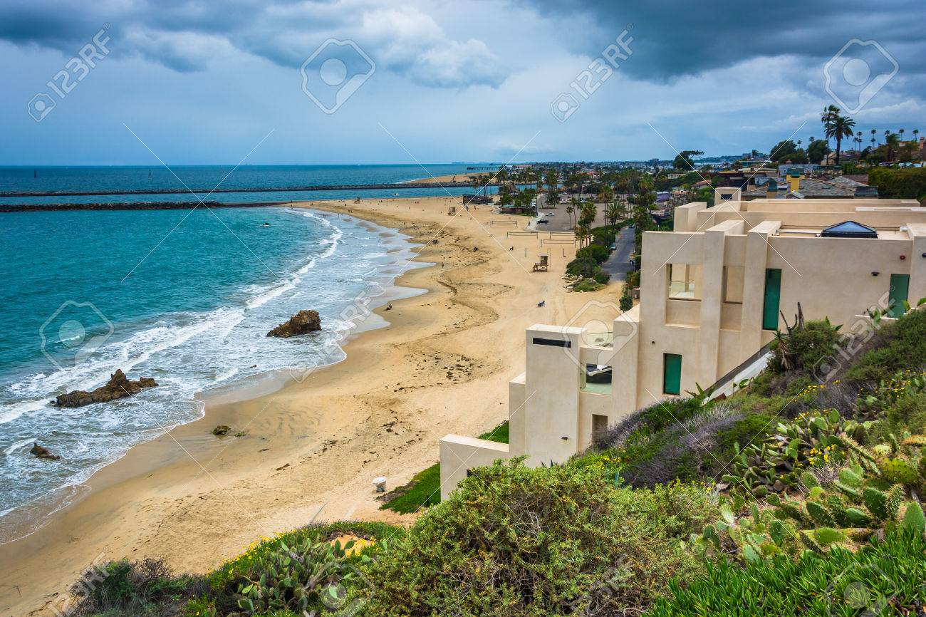 . View of houses on cliffs above the Pacific Ocean from Inspiration