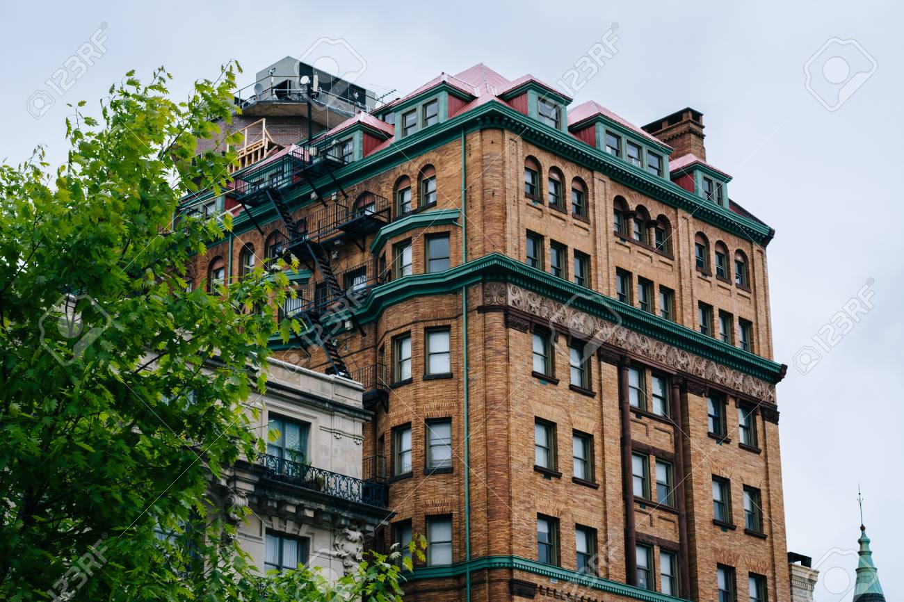 Historic Buildings Along Charles Street, In Mount Vernon, Baltimore,  Maryland. Stock Photo