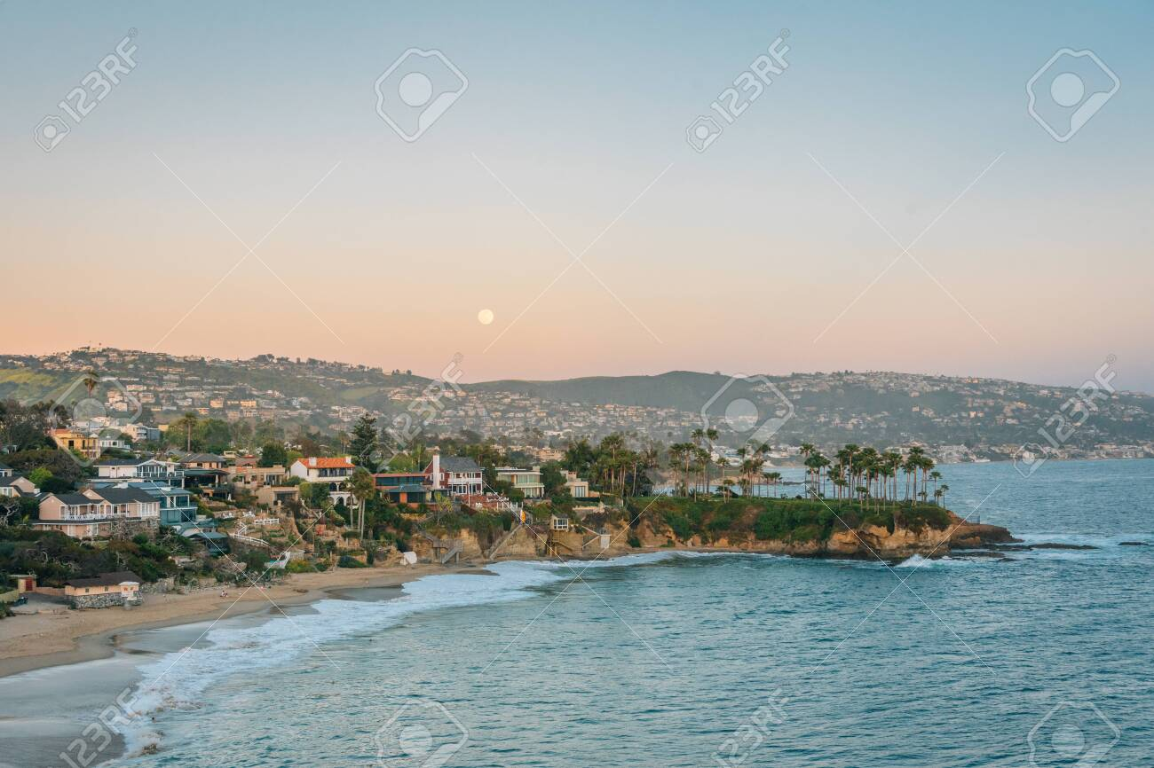 Moonrise over Crescent Bay in Laguna Beach, Orange County, California - 121569207
