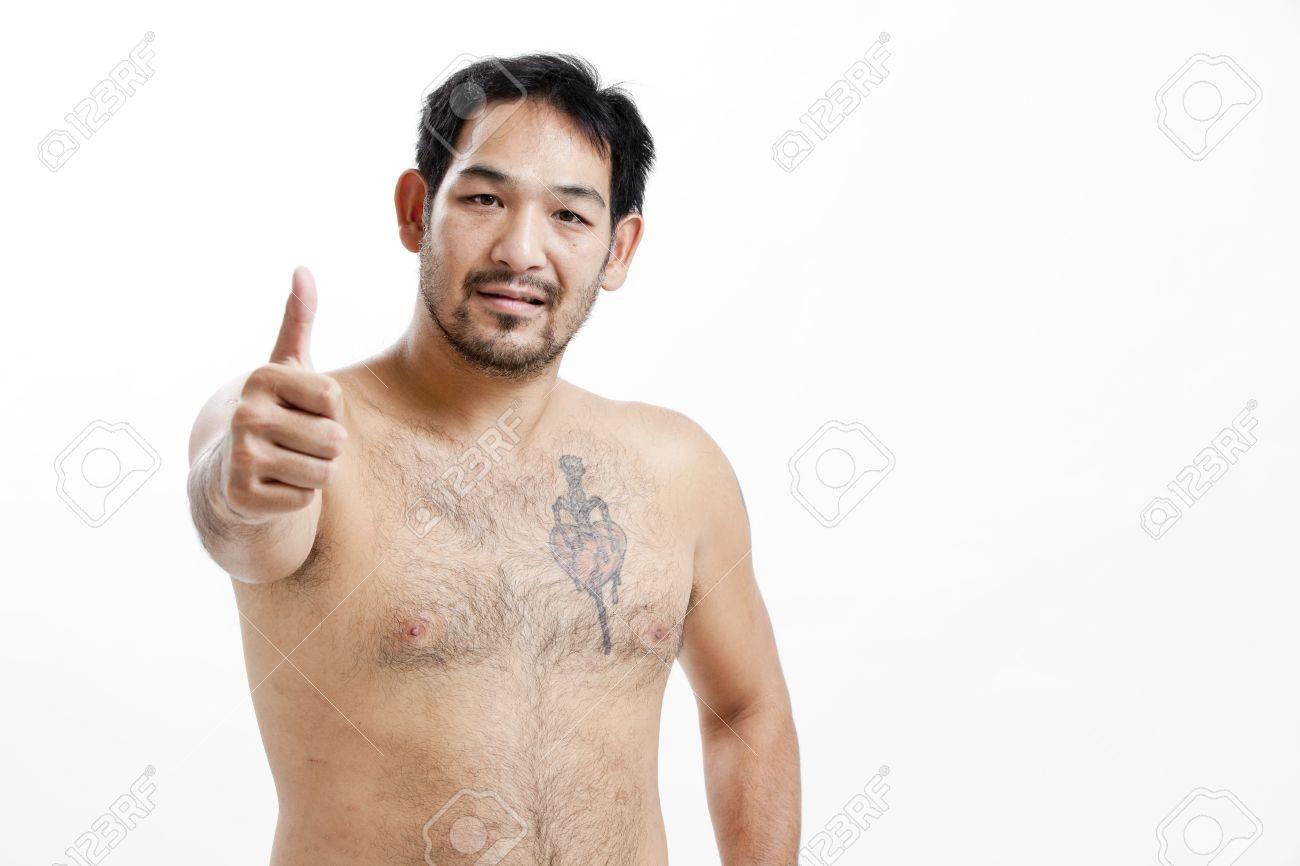 Tatouage homme torse - Banque D Images Homme Asiatique Torse Nu Avec Un Tatouage Montrant Thumbs Up