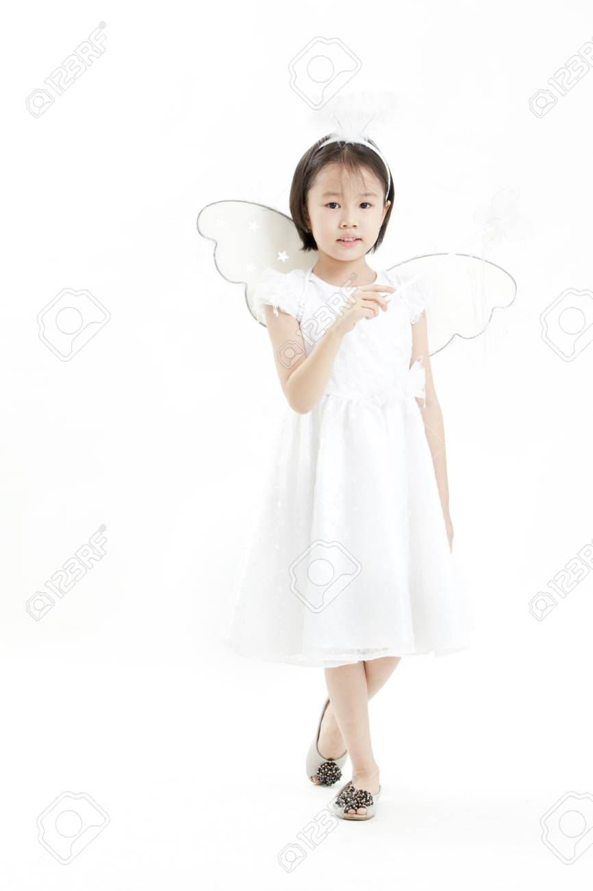 Fille Ange Vêtu D'une Robe Posant Blanche Comme Un hrxdsCtQ