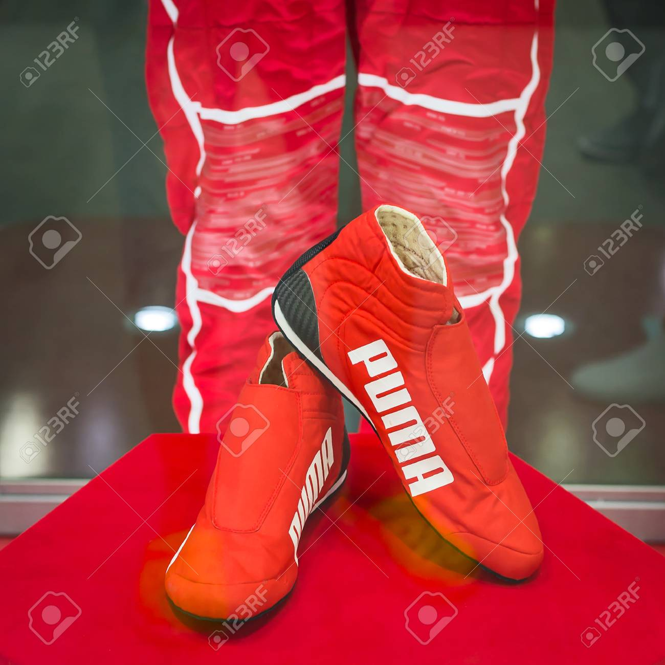 NONTHABURI 30 NOVEMBRE: PUMA Racing chaussures exposées à la Thaïlande International Motor Expo 2017 le 30 novembre 2017 à Nonthaburi, en Thaïlande.