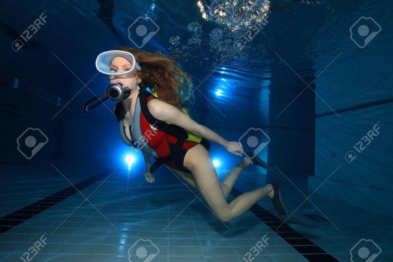 Scuba woman in the pool Stock Photo - 13823578